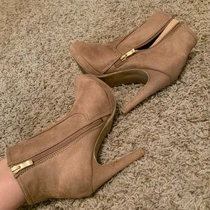 Light brown/ pink color suede heels